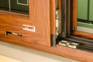 Finestra-legno-1024x683